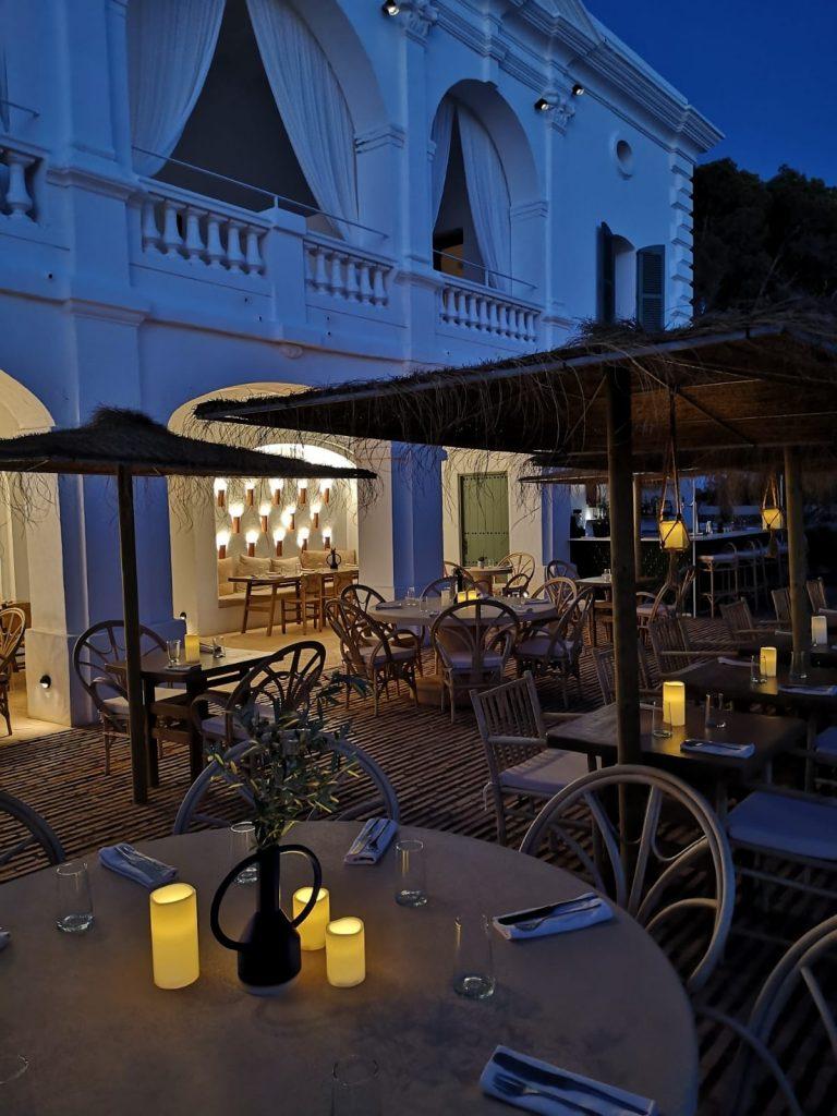 Hotel Menorca aux Baléares, la gamme Hemera utilisée pour éclairer les extérieurs
